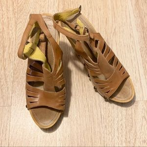 True Religion wedge sandals Size 8. Tan color.